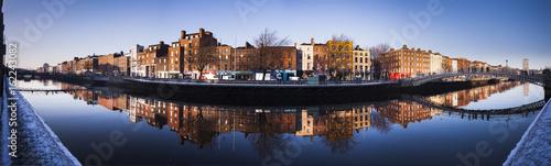 Zdjęcie XXL Rzeka Liffey Dublin, Ormond Quay, Irlandia