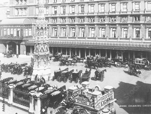 Платно Charing Cross Forecourt. Date: 1890s