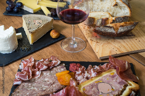 assortiments fromage charcuterie