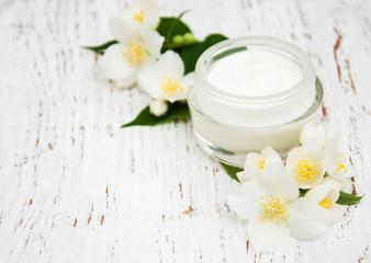 Obraz na płótnie Canvas face and body cream moisturizers with jasmine flowers