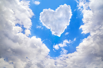 Obraz na płótnie Canvas Heart shape of clouds