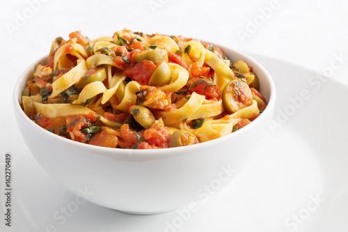 puttanesca sauce with pasta Obraz na płótnie