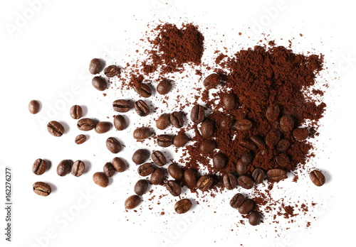 Poster Café en grains Pile of powdered, instant coffee and beans isolated on white background, top view