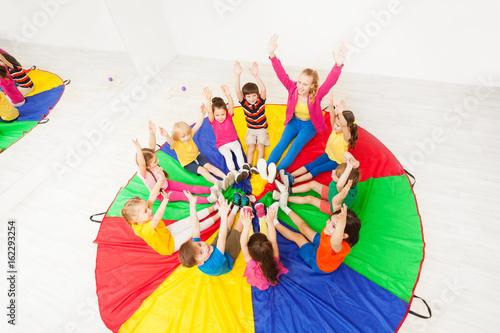 Fotografía  Kids and animator having fun playing circle games