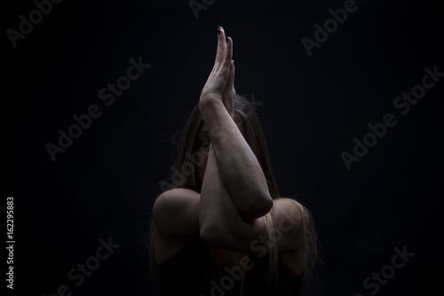 Fotografia  Woman practicing yoga