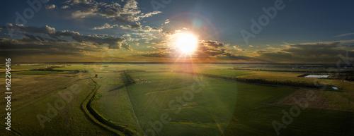 Photo  Aerial Farm Land at Sunset