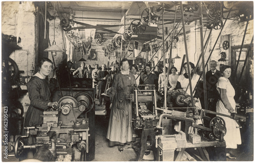 Fotografie, Obraz  Women Working in Factory. Date: circa 1914 - 1918