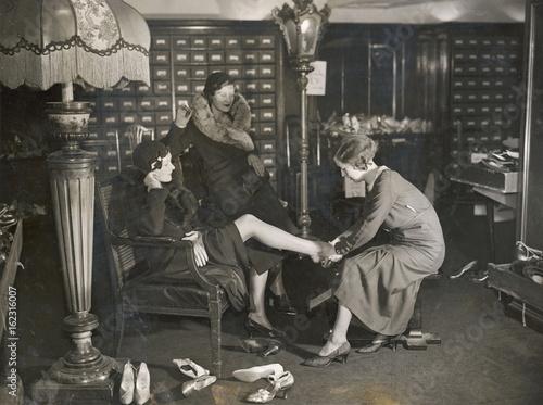 Vászonkép  Costume - Shoe Shop. Date: 1933