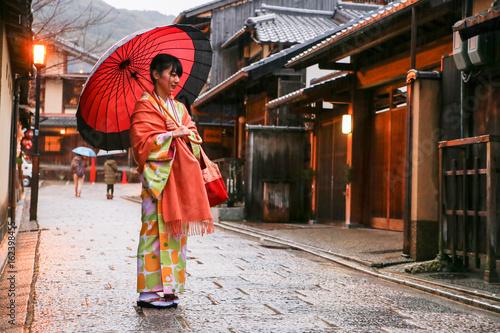 Photo  japanese young woman kimono