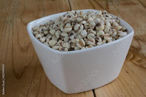 Valokuvatapetti Job's tears in bowl