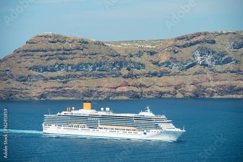 Cadres-photo bureau Caraibes Cruise ship on the way to Santorini, Therasia island on the background, Greece