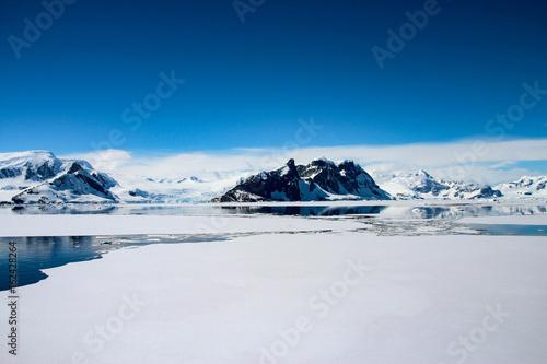 Foto auf Gartenposter Antarktika Beautiful landscape in Antarctica