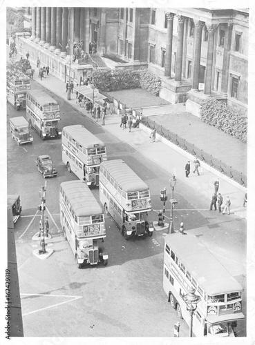 Papel de parede  Buses in Trafalgar Square  London . Date: 1945