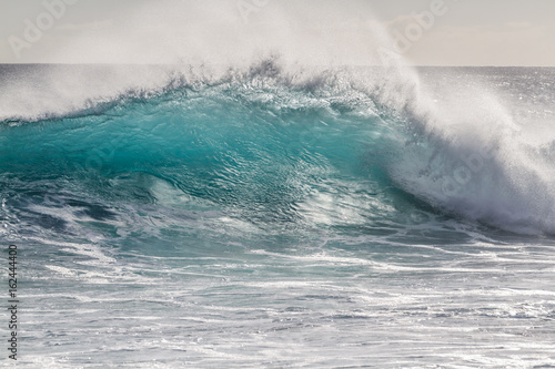 Fotobehang Zee / Oceaan Beautiful breaking Ocean wave in Hawaii