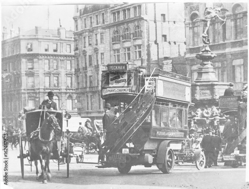 Piccadilly Circus - 1907. Date: 1907 Wallpaper Mural