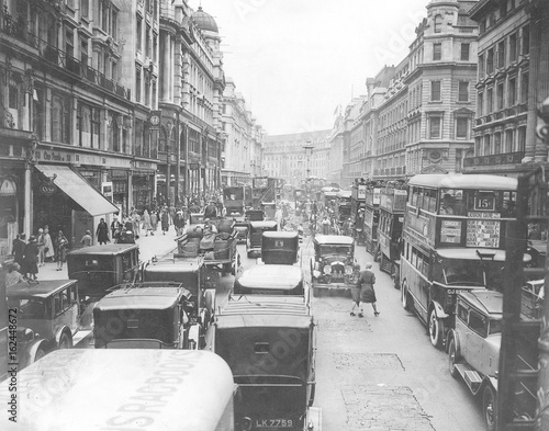 Photo  Regent St Congested. Date: 1930