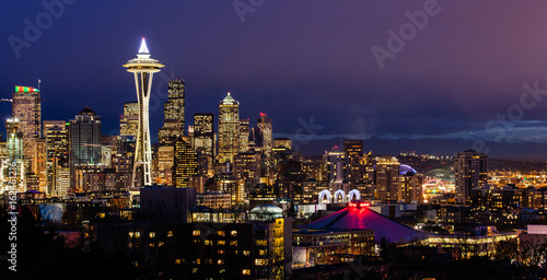 Plakat Skyline Seattle i Mt. Rainier o zmierzchu