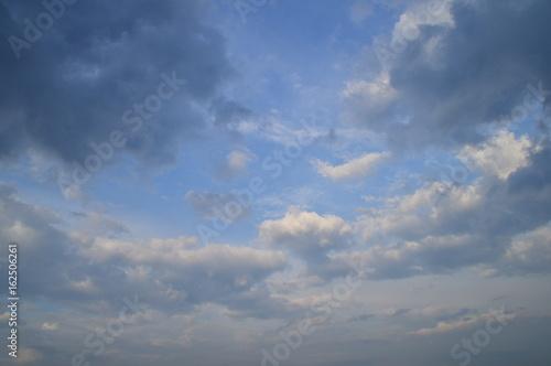 Canvas Prints Heaven Morgenhimmel mit aufkommenden Regenwolken