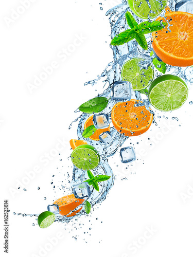 Staande foto Opspattend water Fresh limes and oranges with water splash on white.