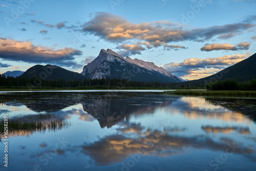 Aluminium Prints Sunset over Vermillion Lakes