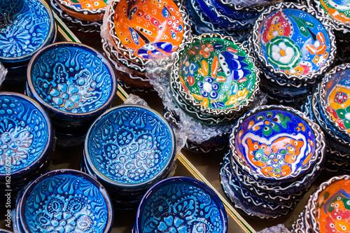 Pinturas sobre lienzo  Traditional Cretan painted ceramic dishes for sale at a city centre shop Crete, Greece, Europe