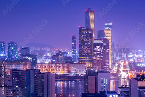 Photo sur Aluminium Seoul Seoul city and skyscraper, yeouido at night, South Korea.
