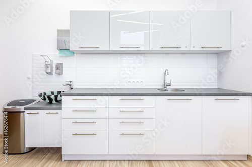 Cuadros en Lienzo Clinic office with white cabinets