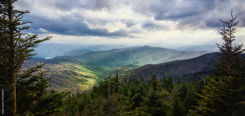 Fototapety, obrazy: Wide-framed Wilderness. Great Smoky Mountains National Park. View from Clingmans Dome. Picturesque Copy Space.