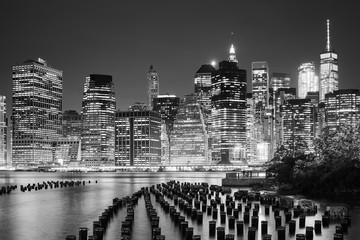 Fototapeta na wymiar Manhattan skyline seen from Brooklyn at night, New York City, USA.