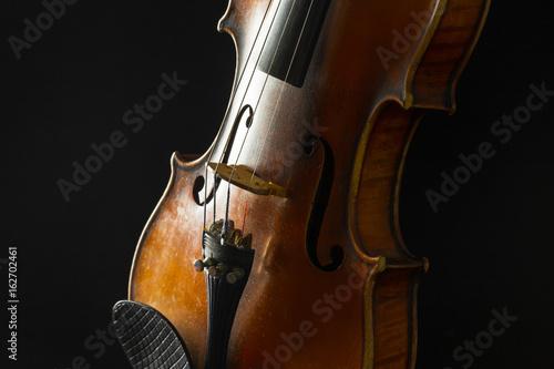 Fototapeten Musik Old violin on a black background
