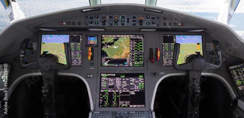 Photo Flight deck modern plane