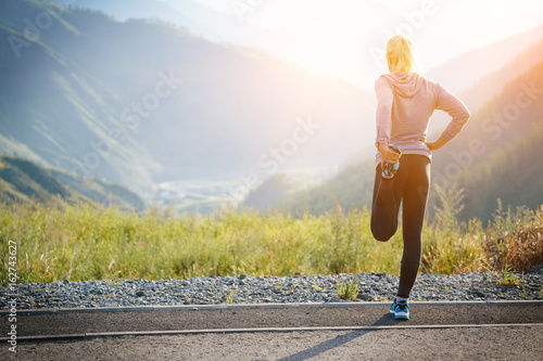 Photo sur Aluminium Jogging Running stretching. Athlete at the top of the mountain.