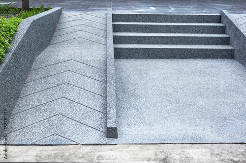 Photographie ramp for the wheelchair and stairs for normal people adjoining