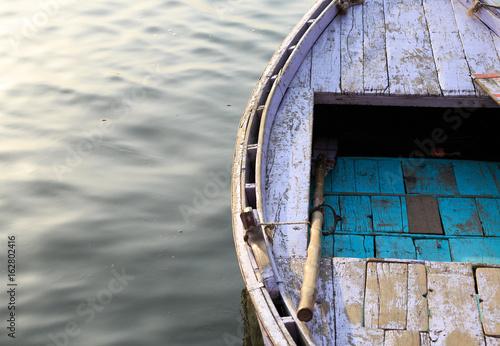 Fotografia, Obraz  barque vide sur le gange riviere sacré de la ville de Varanasi