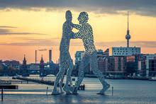 Berlin, Molecule Men