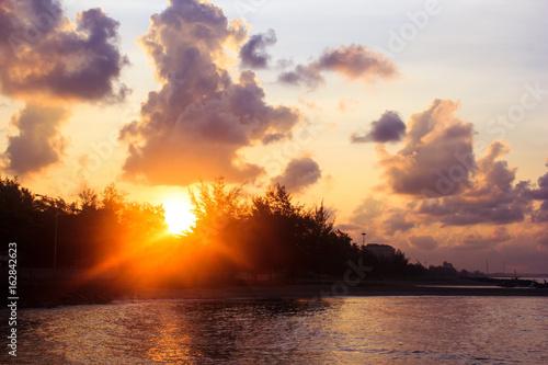 Foto op Plexiglas Crimson Sunrise at the sea in morning. Seascape
