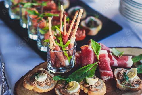 Foto op Plexiglas Voorgerecht Decorated catering banquet table with different food appetizers assortment on a party