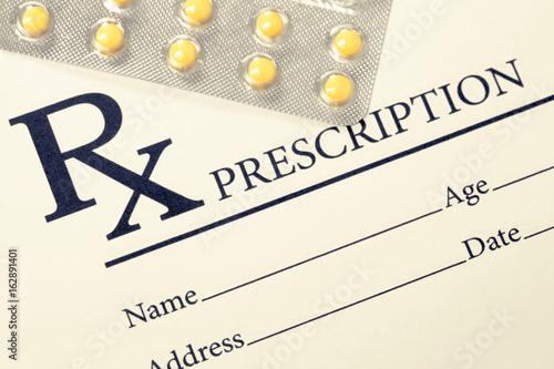 Medical drug prescription and pills over it Fototapet