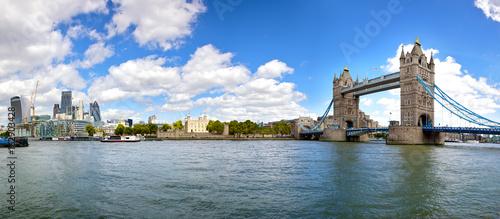 Fototapeta Panorama miasta Londyn z Tower Bridge i Tower of London