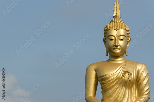 Fotografia  Buddha statue in Buddhist  temple or wat, is public domain or treasure of Buddhism