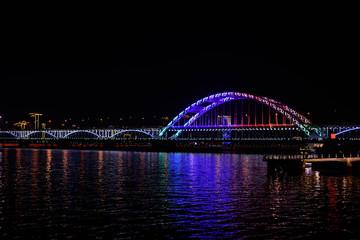 Fototapeta na wymiar il ponte fuxing al fiume qiantang di hangzhou