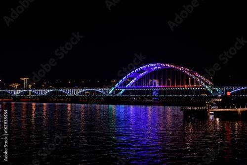Fototapeta il ponte fuxing al fiume qiantang di hangzhou