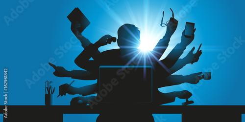 Concept de l'homme d'affaires surbooké, symbolisé par un personnage à plusieurs bras tenant des objets de bureau
