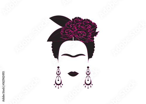 Foto portrait of Mexican or Spanish woman minimalist Frida with earrings and flowers