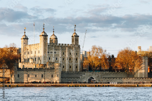 Photo sur Toile Europe Centrale Tower of London at sunset, England, Famous Place, International Landmark