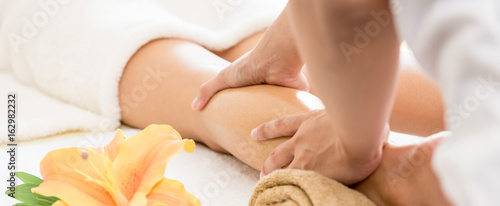 Fototapeta Professional therapist giving traditional thai oil massage to a woman in spa obraz