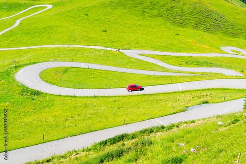 In de dag Lime groen Serpentinen in den Alpen - Panoramastraße in den Alpen