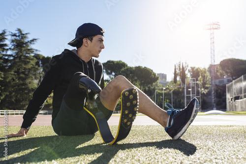 Fotografia  Portrait of disabled man athlete with leg prosthesis.
