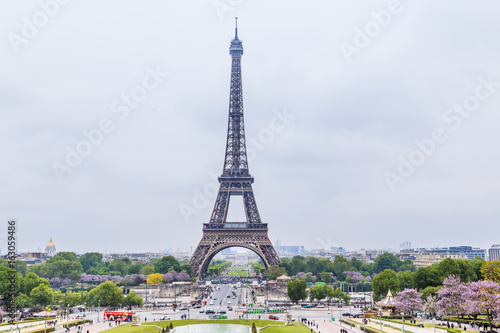 Staande foto Parijs View of the Eiffel tower from observation deck at the Palais de Chaillot in Paris, France