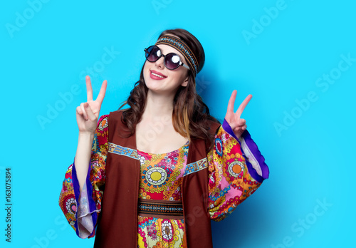Fotografía Portrait of Young hippie girl with sunglasses
